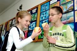 Zajlik a 2013/14. tanévben is a gyümölcsprogram